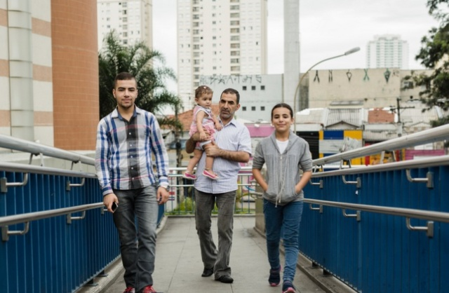 Khaled Dacka takes his children, Hanan, 12, Yara, 1, and Moustafa, 16, on a Sunday afternoon trip to a shopping mall in the Tatuape neighborhood of São Paulo. UNHCR/Gabo Morales